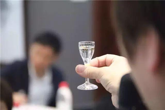 劝酒 喝酒最大的智慧,应该是不会喝酒